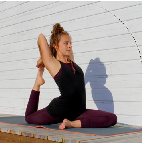 helene, professeure de yoga au centre ysananda yoga à bordeaux centre